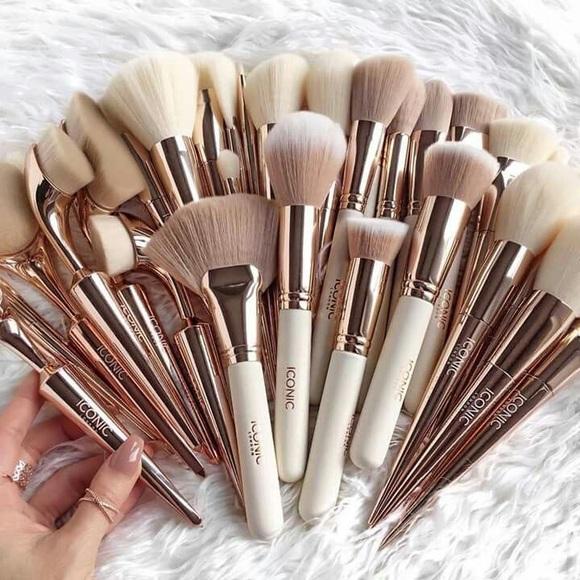 Makeup utensils in 2019
